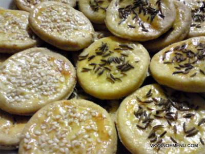 Домашнее соленое печенье с тмином и кунжутом