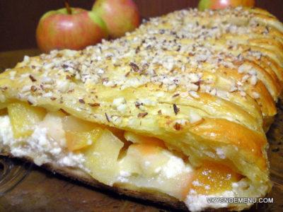Угощения к Яблочному Спасу: пирог с яблоками, нектаринами и ванильным творогом