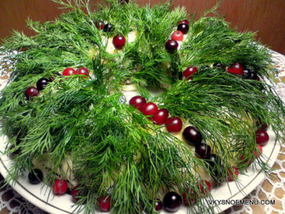 """Рецепты к Новому году: салат """"Рождественский венок"""""""