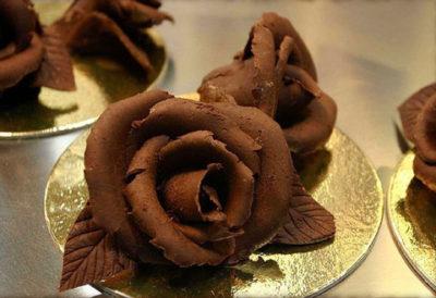 Как появилась традиция дарить шоколадные подарки?