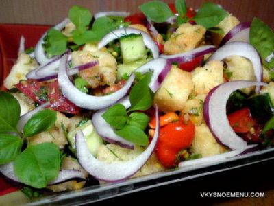 Рецепт вкусного хлебного салата с овощами и зеленью