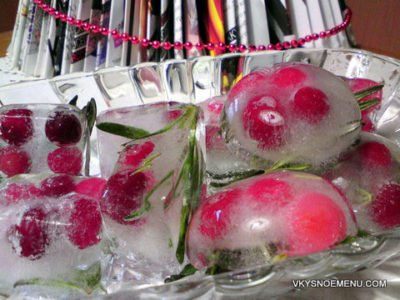 Оригинальный новогодний лед с клюквой и розмарином