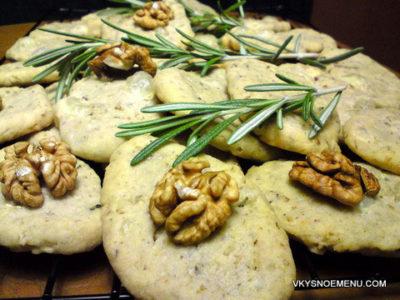 Пикантное закусочное печенье с сыром Бри, розмарином и грецкими орехами