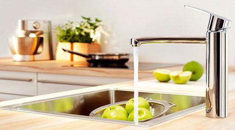 за кухонной сантехникой