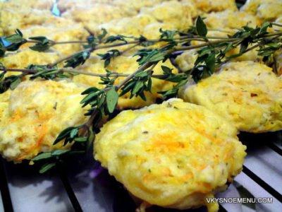 Пикантные морковные булочки с травами, сыром  и чесноком