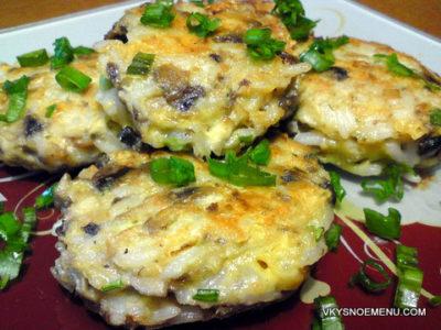 Вкусные рисовые котлеты с грибами, сыром, зеленым луком