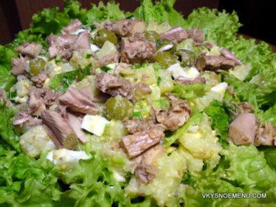 Вкусный картофельный салат с тунцом и оливками