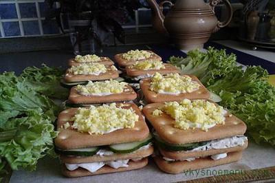 Как приготовить закусочные бутерброды из крекера