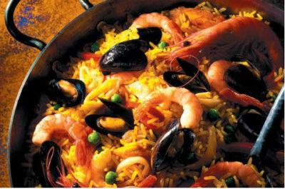 Вкусная паэлья с морепродуктами - знаковое блюдо кухни Испании