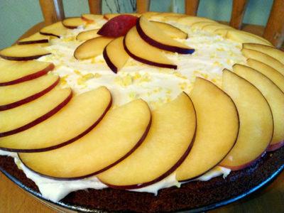 Осенний пирог с персиками и сметанным кремом