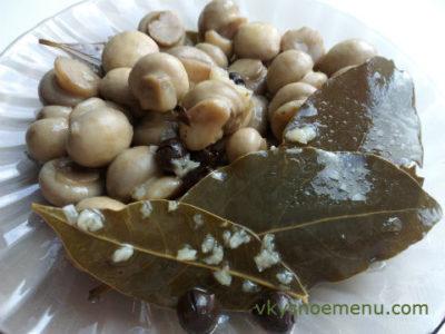 Как приготовить домашние маринованные грибы?