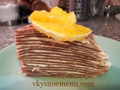 Блинный торт с нежным творожным кремом и апельсиновым сиропом.