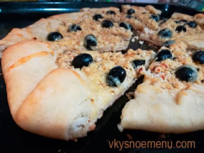 Сочный пирог с курицей и оливками